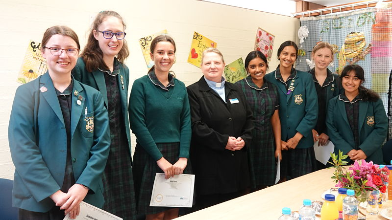 CGGS Students Volunteer with Embracing Ministries
